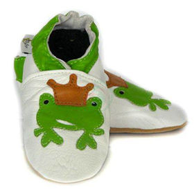 Slika Usnjeni otroški copatki z vzorcem - žabica